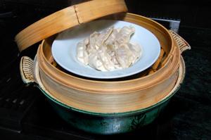 Chinese steamer rack for steaming vegetables or dumplings
