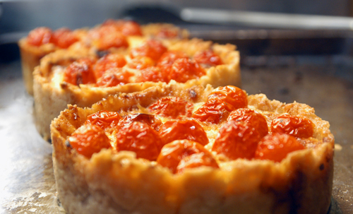 Vidalia Onioni Tartlets with Tomatoes