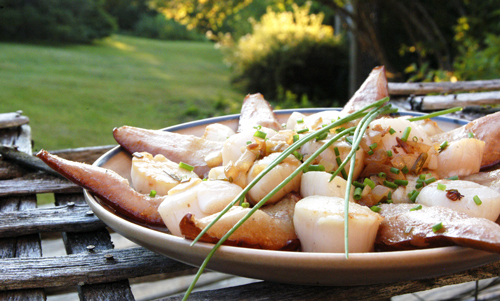 Summerhouse Scallops with Roasted Pears in Wine-Butter Sauce
