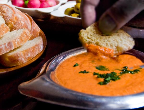 Fresh Tomato-Basil Dipping Sauce